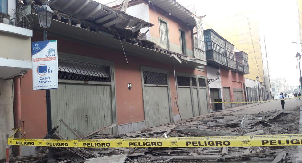 Personal del Programa para la Recuperación del Centro Histórico de Lima (Prolima), permanecen en la zona para analizar los daños. (Rafael Roque)