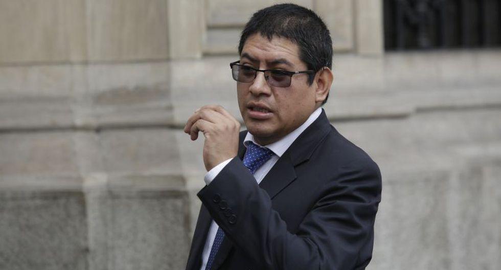 El fiscal Reynaldo Abia evitó brindar mayores detalles de la diligencia que se realiza. (Foto: Anthony Niño de Guzmán / GEC)
