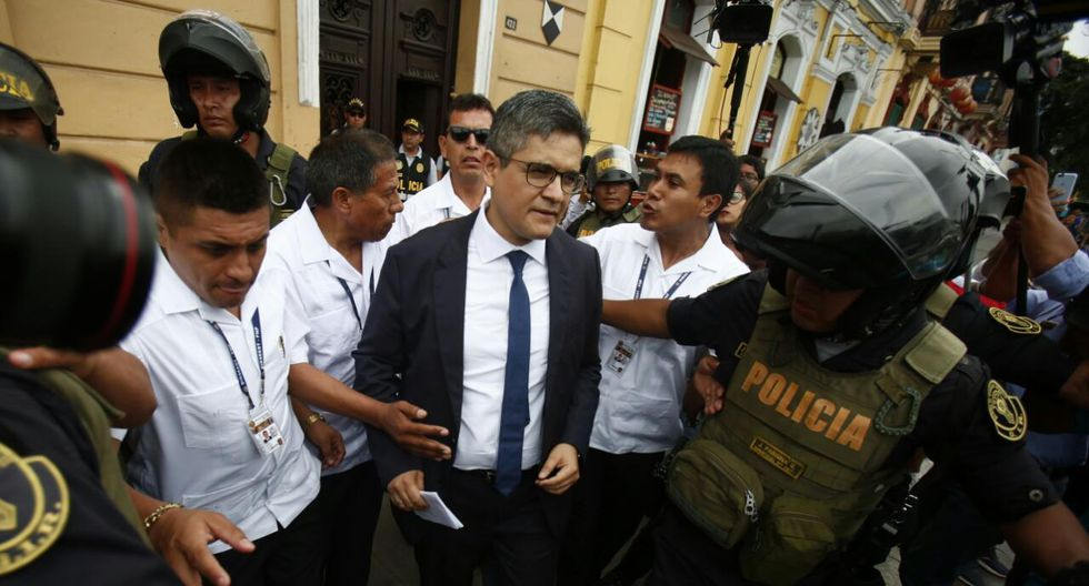 Fiscal José Domingo Pérez encabezó allanamiento al local del partido fujimorista en el centro de la capital. (Foto: Cesar Grados / GEC)