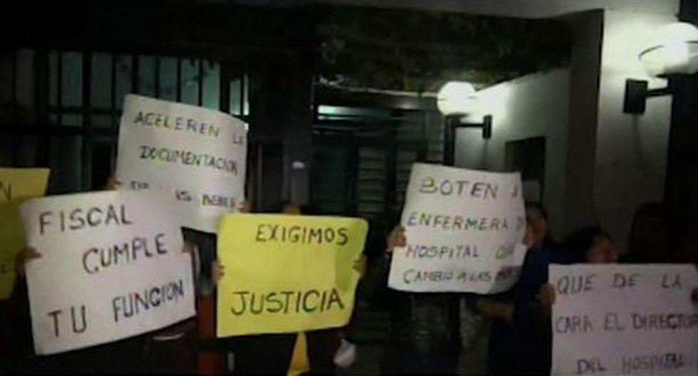 Las familias se sintieron ofuscadas porque les hicieron esperar demasiado. (Foto: Captura/América Noticias)