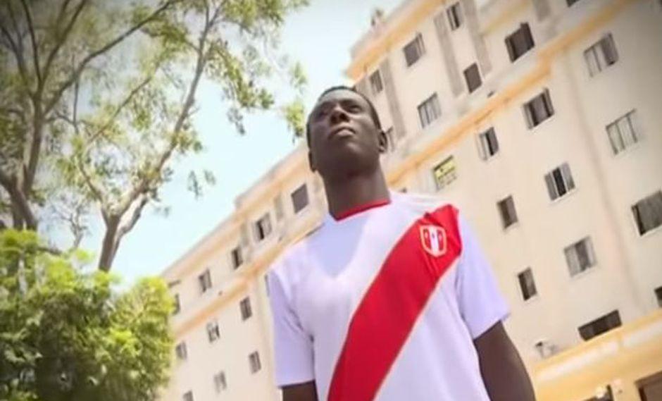 Ex futbolista nigeriano roba celulares para ser deportado a su país | VIDEO