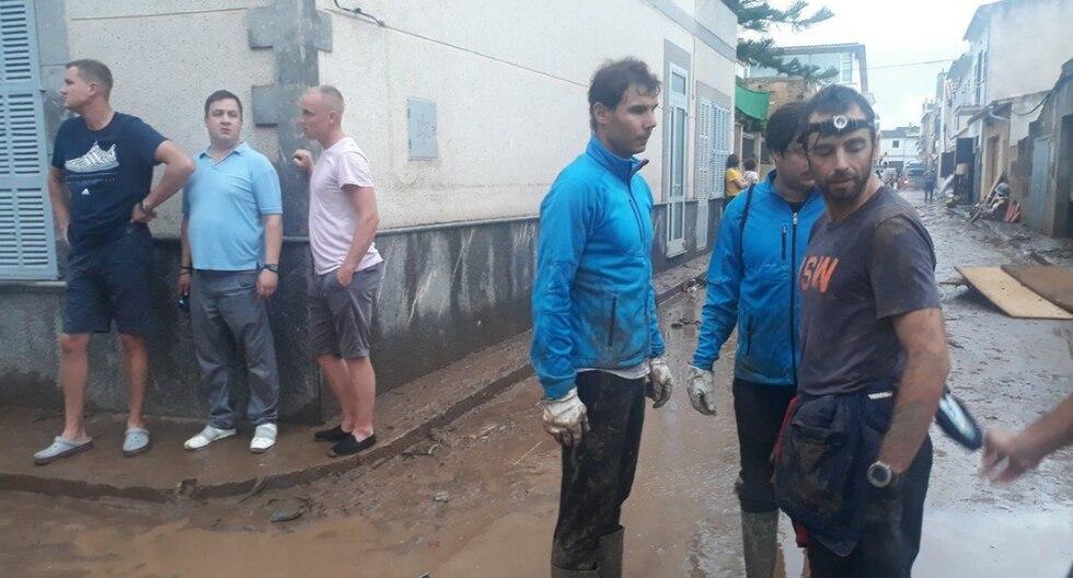 Rafael Nadal apoyó en las labores de limpieza tras las inundaciones que azotaron Mallorca. (Crédito: @Jordi10Jimenez en Twitter)