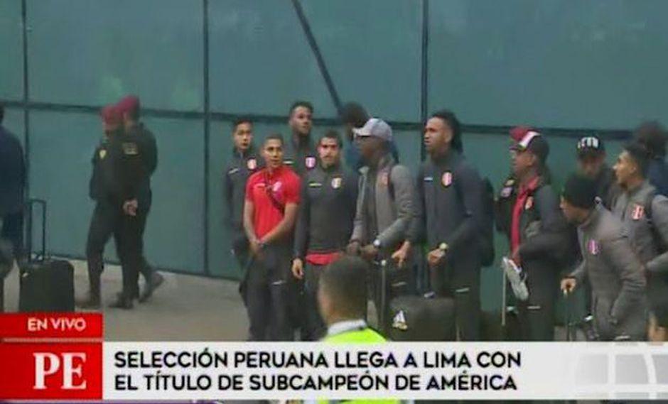 Selección peruana: el emotivo saludo de los jugadores a los hinchas tras llegada a Lima | VIDEO