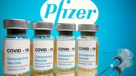 FDA autoriza tercera dosis de Pfizer para mayores de 65 años