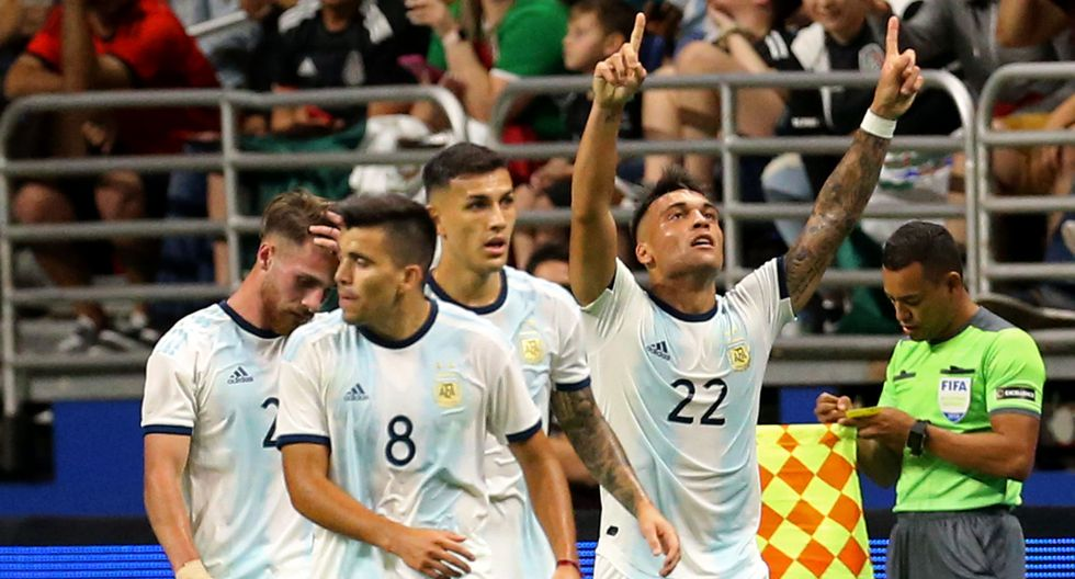 SAN ANTONIO, TX - SEPTEMBER 10: Lautaro Martinez #22 of Argentina celebrates with teammates after scoring a goal against Mexico during the International Friendly soccer match at the Alamodome on September 10, 2019 in San Antonio, Texas.   Edward A. Ornelas/Getty Images/AFP
