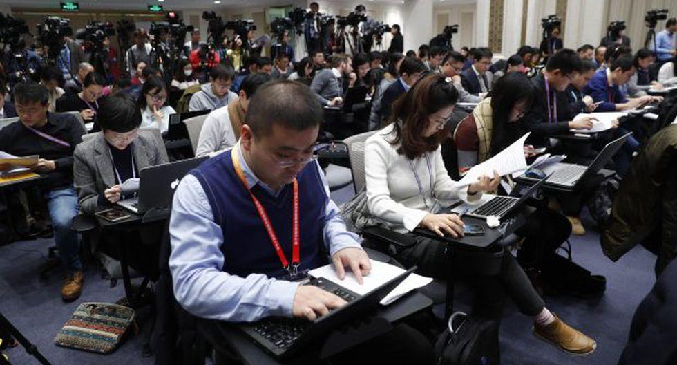 Los reporteros de los medios de comunicación asisten a una conferencia de prensa de la Oficina de Información del Consejo de Estado en China. (Foto: EFE)