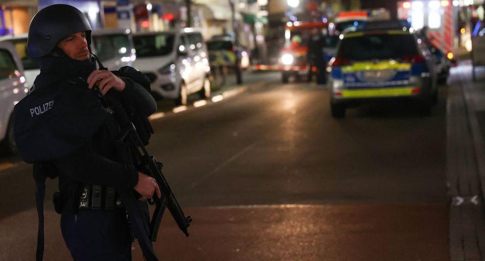 "El primer ataque se produjo en un ""shisha bar"", un local oriental de fumadores de pipa. (Reuters)."