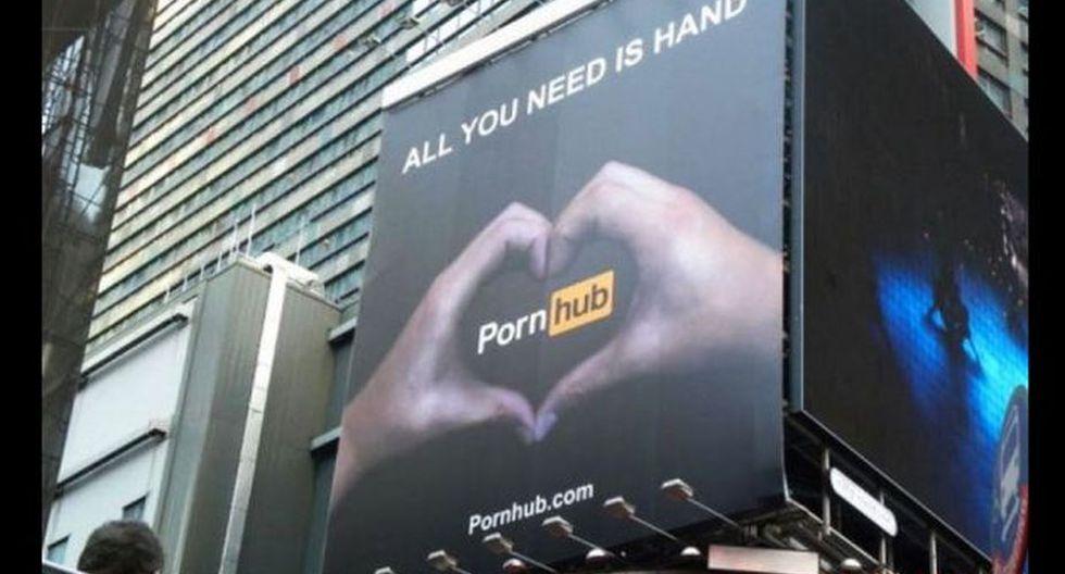 El aviso antes de ser retirado de Times Square. (Foto: Twitter)
