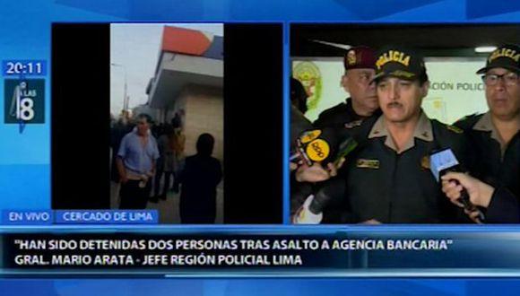 El general Mario Arata, jefe de la Región Policial de Lima, informó que luego de una persecución de aproximadamente seis cuadras se logró con la captura de estas dos personas. (Foto: Captura Canal N)