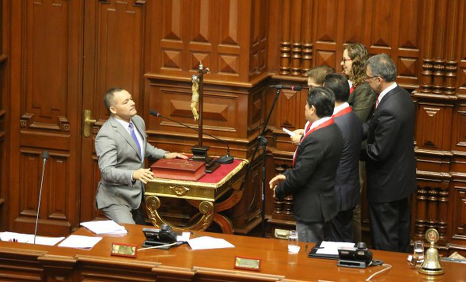 Fiscalía abre indagación a parlamentario andino por presunto delito de concusión