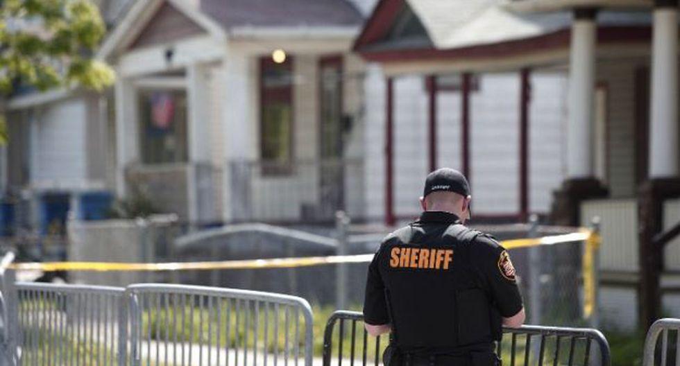 La policía mantiene custodiada la casa de donde fueron rescatadas. (Foto: AFP)